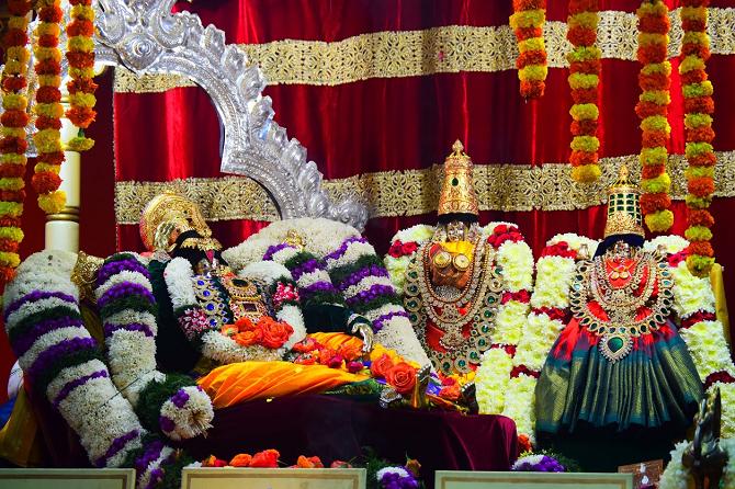VAIKUNTA EKADASI - Uttara Dwara Darshnam